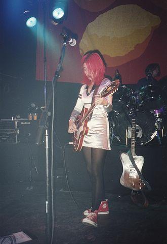 Miki Berenyi - Miki Berenyi on stage in 1994