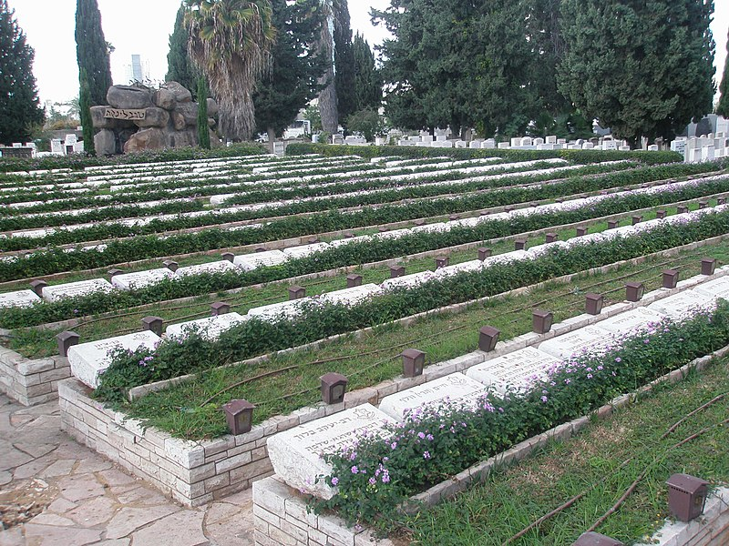 File:Military burial plot at Nachlat Yitschak Cemetery.JPG