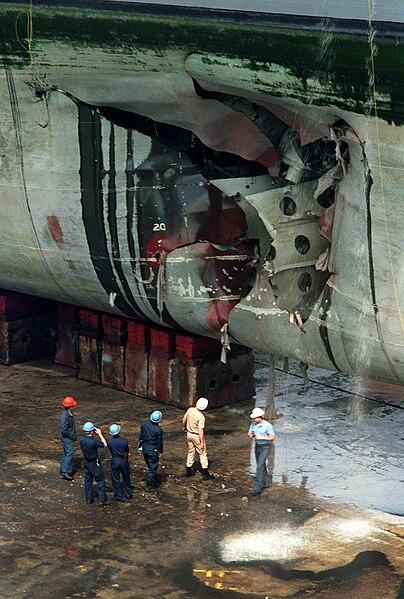 File:Mine damage to USS Tripoli (LPH-10),1991.jpg