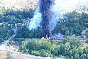 2016 Union Pacific oil train fire - Derailed and burning oil cars