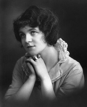 Muriel Martin-Harvey - Muriel Martin-Harvey in 1913