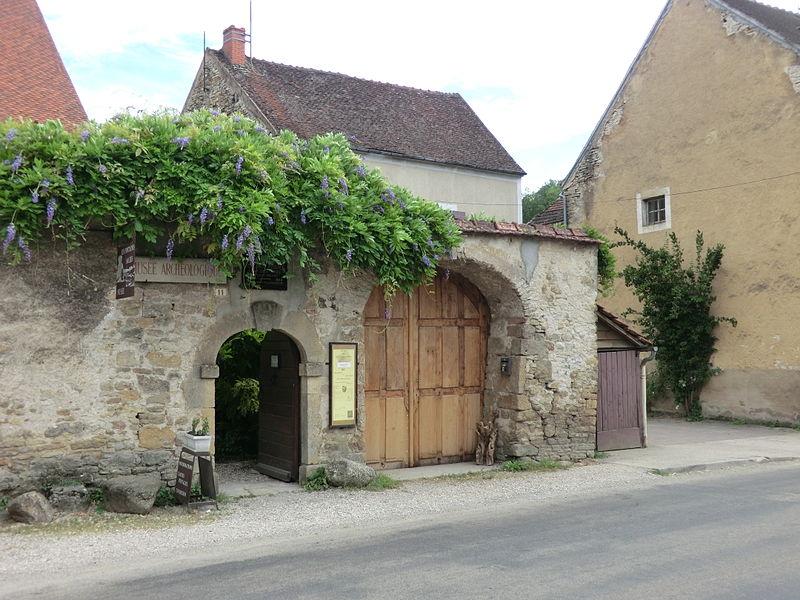 Musée des fouilles des Fontaines Salées.