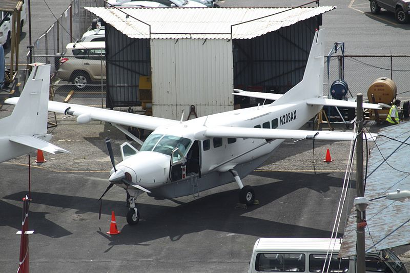 File:N208AX Cessna Ce.208B Caravan All White C-s (7465142966).jpg