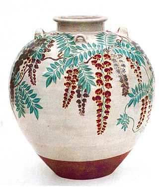 Japanese pottery and porcelain - Tea-leaf jar with a design of wisteria by Nonomura Ninsei, Edo period (National Treasure)