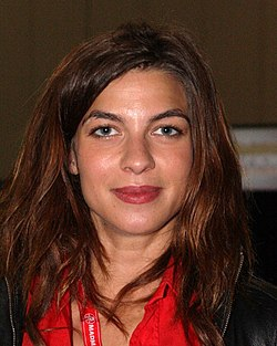 The 33-year old daughter of father Jesús Tena and mother Maria Tena, 166 cm tall Natalia Tena in 2018 photo
