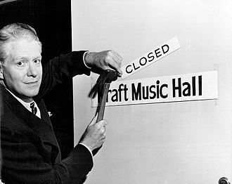 Kraft Music Hall - Nelson Eddy marks the end of the radio program on September 22, 1949.