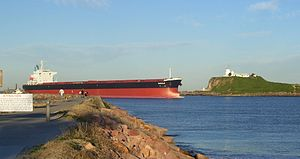 Hunter River (New South Wales) - Ship entering the mouth of the Hunter River at Newcastle