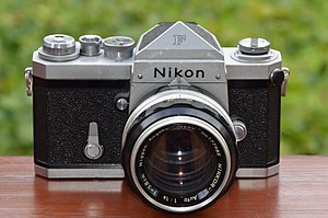 Nikon F-mount - Nikon F professional SLR camera with eyelevel prism and early NIKKOR-S Auto 1,4 f=5,8cm lens (1959)