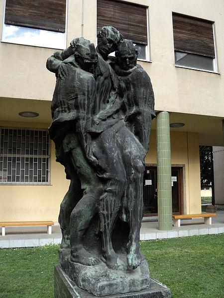 Antun Augustinčić 450px-Nosenje_ranjenika%2C_Veterinarski_fakultet-Zagreb