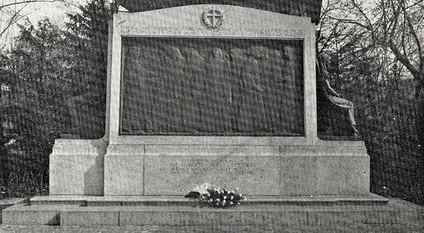 Black and white photograph of the monument in Washington, D.C.