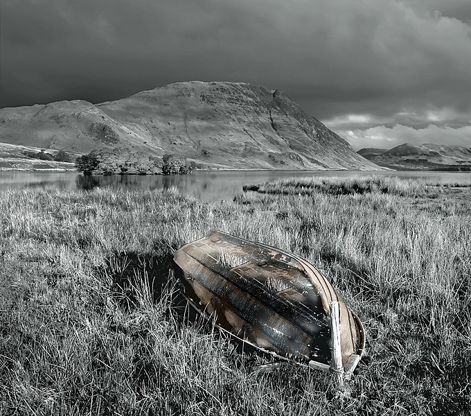 File:Old Boat on Crummock. - panoramio.jpg