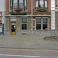 Onderste deel van de voorgevel met entree - Breda - 20332241 - RCE.jpg