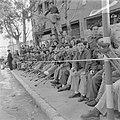 Oorlogsinvaliden langs de weg tijdens de militaire parade bij gelegenheid van de, Bestanddeelnr 255-0985.jpg