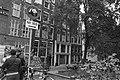 Opdracht Parool, oud Artisdirecteur Jacobi opent winkeltje op OZ-Achterburgwal i, Bestanddeelnr 928-1866.jpg