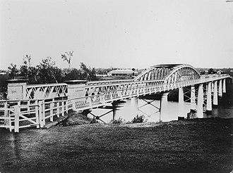 Albert Bridge, Brisbane - Original Albert Bridge, looking south to Chelmer (destroyed in the 1893 Brisbane flood)