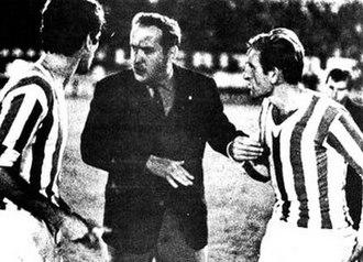 Osvaldo Zubeldía - Zubeldía instructing his Estudiantes players