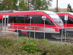 Trens do sistema de light rail de Ottawa.