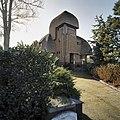 Overzicht oprit naar villa met rieten dak - Naaldwijk - 20390021 - RCE.jpg