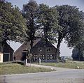 Overzicht van de voorgevel van boerderij - Dubbeldam - 20379376 - RCE.jpg