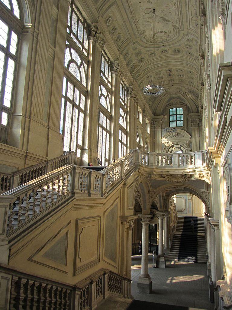 Escalier gigantesque du Palazzo Madame à Turin. Photo de Archeologo