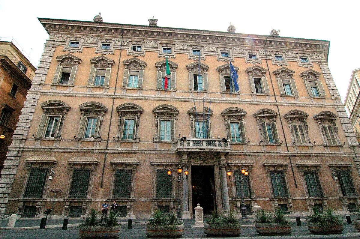Palazzo madama roma wikipedia la enciclopedia libre for Dove si riunisce il parlamento italiano