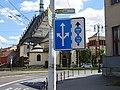 Pardubice, Sukova třída, dopravní značka a kostel svatého Bartoloměje (01).jpg