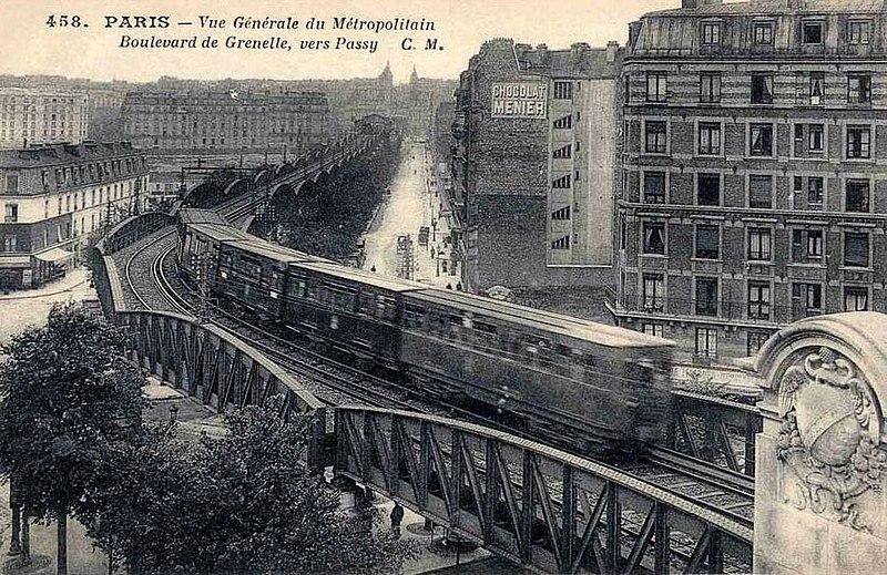 Fichier:Paris - Vue generale du Metropolitain Boulevard de Grenelle vers Passy.jpg