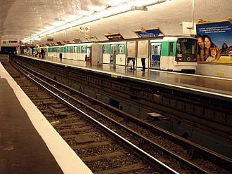 Pont de Levallois – Bécon (Paris Métro) - Image: Paris Metro Ligne 3 Pont de Levallois Becon 01