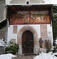 Pfarrkirche Hallstatt Eingang mit Fresken.JPG