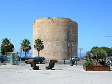 Piazza Sulis e l'omonima torre.