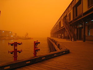 2009 Australian dust storm - Image: Pier 89 Hickson Road on Dust Day
