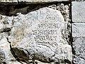 Pierre de l'ancien couvent, incluse dans le mur de l'église.jpg