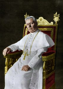 Pius X, by Francesco De Federicis, 1903 (retouched, colorized).tif