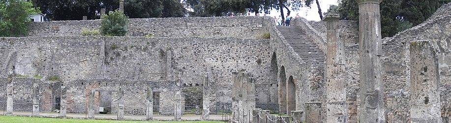 Pompeii gladiator barracks 7.jpg