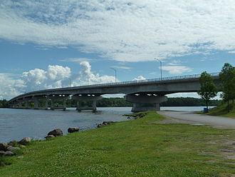 Long-Sault Bridge - The Long-Sault Bridge from Chenail Island