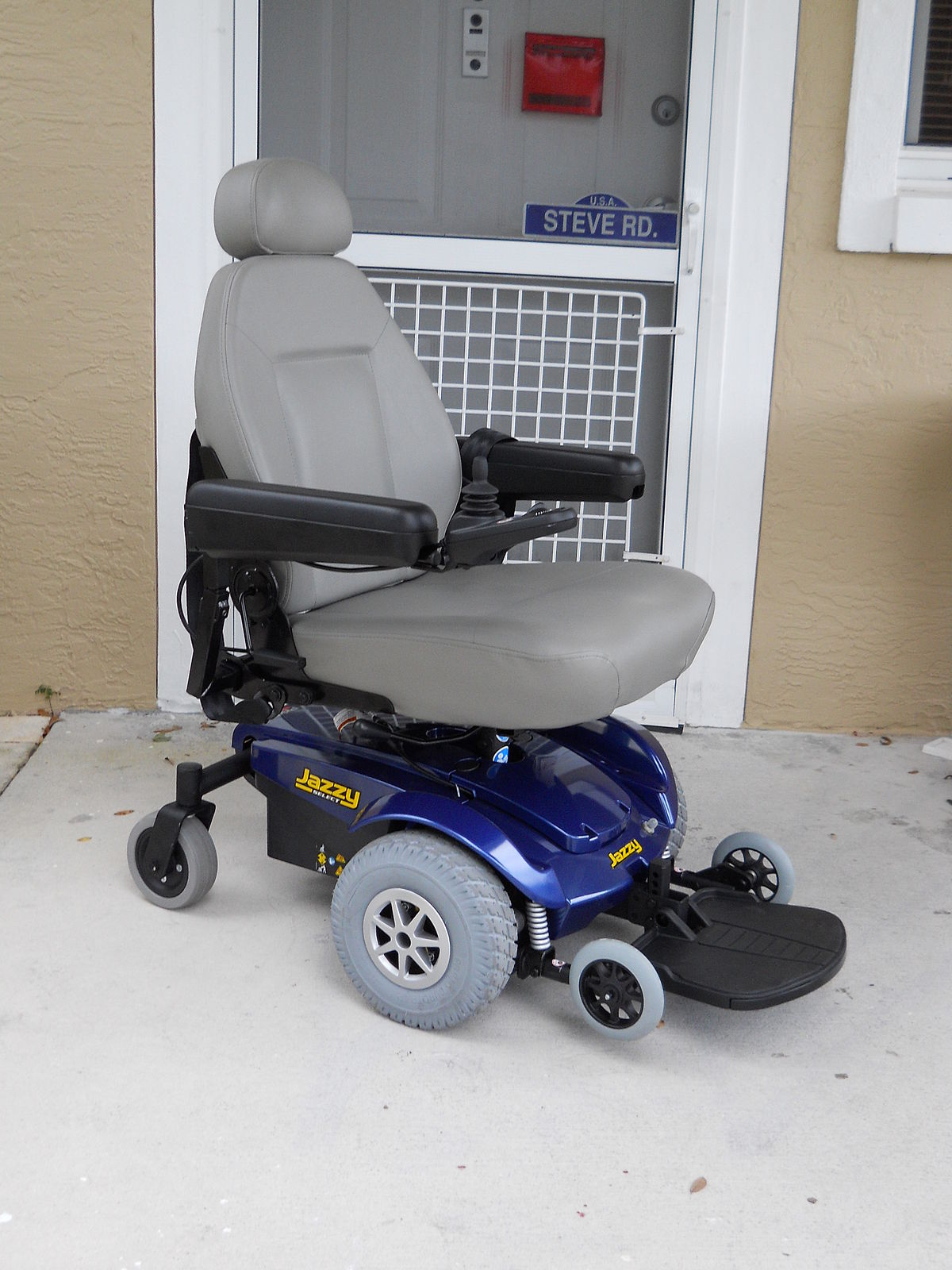 Motorized wheelchair - Wikipedia