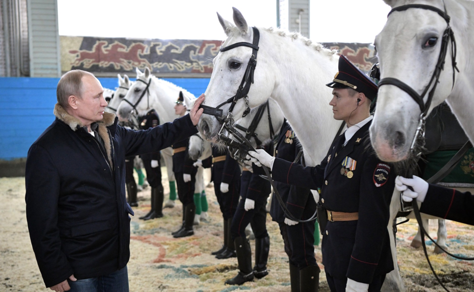 Putin congratulated the officers of the Moscow mounted police 07.png