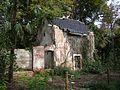 QTA- Edificio en ruinas frente a los huertos (23767558551) (2).jpg