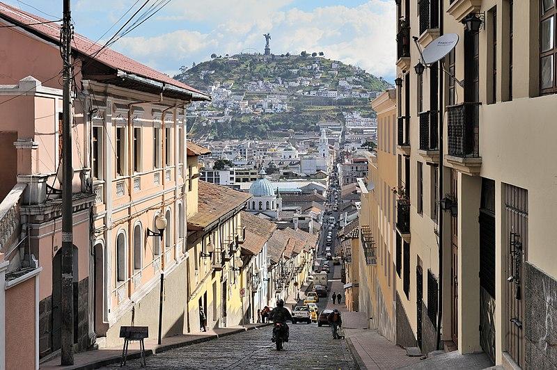 File:Quito calle García Moreno.jpg