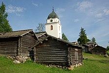 Rättviks kyrka med kyrkstallar.jpg
