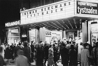 The Silence (1963 film) - Swedish viewers attend the film's initial release.