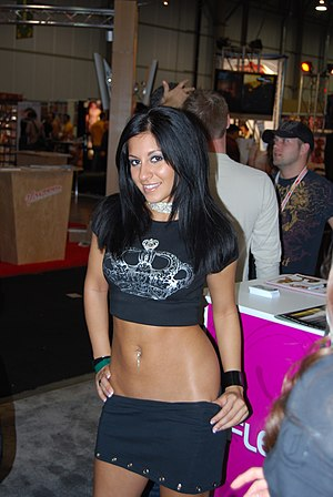 Low-rise (fashion) - Porn Star Raven Riley in Low-rise clothing at AVN Adult Entertainment Expo 2008