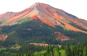 San Juan Skyway - The characteristic red mountains of Red Mountain Pass