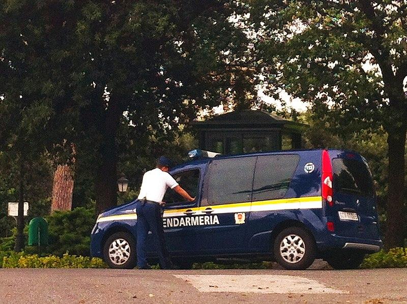 File:Renault Kangoo Gendarmeria dello Stato della Città del Vaticano.JPG