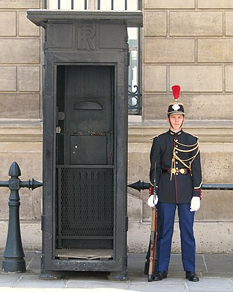 Aiguillette - Republican Guard wearing a gold-wire aiguillette on the left shoulder