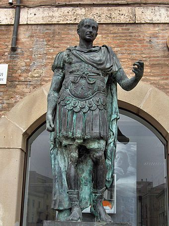 A statue of the dictator Julius Caesar. Rimini083.jpg