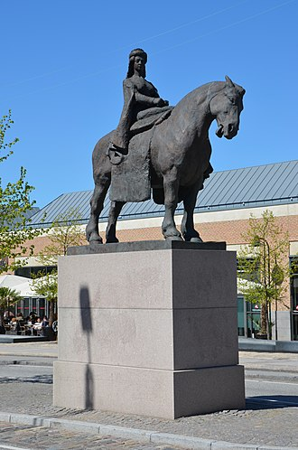 Margaret I of Denmark - Queen Margaret I on horseback, statue in central Roskilde by Anne Marie Carl-Nielsen