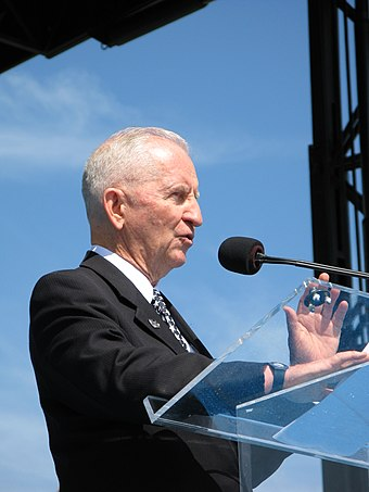 "Perot addresses the audience at the ""A Time of Remembrance"" ceremony in Washington, D.C., September 20, 2008. Ross Perot addresses the audience at the ""A Time of Remembrance"" ceremony.jpg"