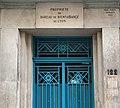 Rue Vauban (Lyon) - Mars 2019 - 122, date d'architecte, porte et plaque bienfaisance.jpg
