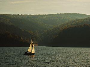 Rur Dam - Segelboot auf dem Rurstausee